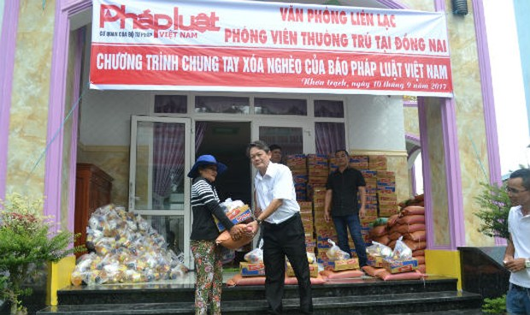 Báo Pháp Luật Việt Nam trao quà từ thiện ở Đồng Nai