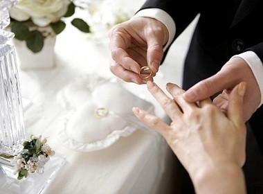 """Số liệu đáng lo ngại từ cuộc điều tra """"vì sao bạn kết hôn""""?"""