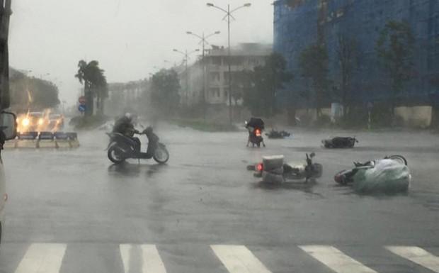 Các bệnh viện chuẩn bị sẵn 2 đội cấp cứu lưu động ứng phó với bão số 10