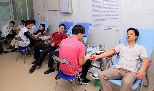 Tình nguyện hiến máu  có cần luật hóa?