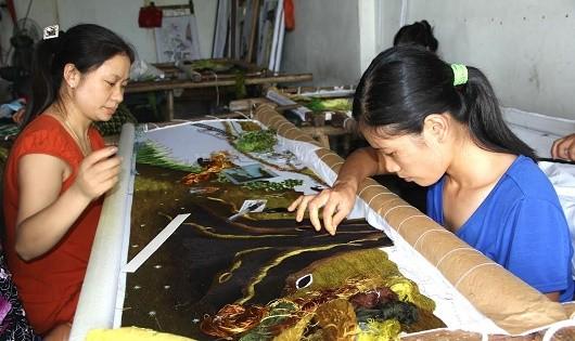 Những người 'vẽ' chân dung Bác Hồ bằng đường kim mũi chỉ
