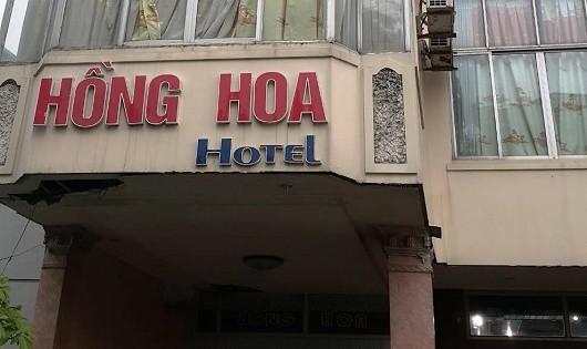 Cha mẹ bất cẩn khiến con trai 3 tuổi rơi từ tầng 5 khách sạn xuống đất?