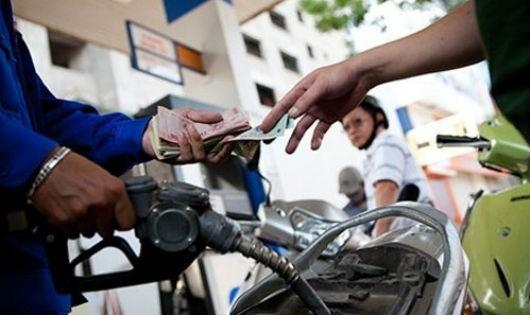 Hà Tĩnh: Sau bão tăng giá bán, một cây xăng bị phạt 40 triệu đồng