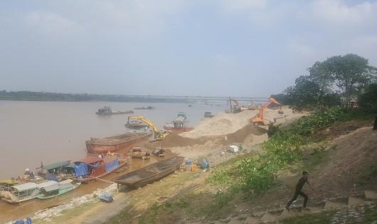 Nghịch cảnh hàng loạt bến bãi hoạt động trái phép tàn phá khu vực chân cầu Thăng Long