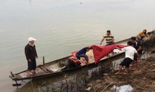 Tìm thấy thi thể thầy giáo dưới sông sau 2 ngày mất tích
