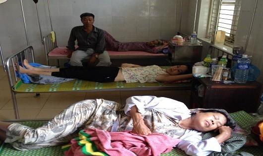 Gần 20 người nhập viện sau khi ăn bánh tét đám ma