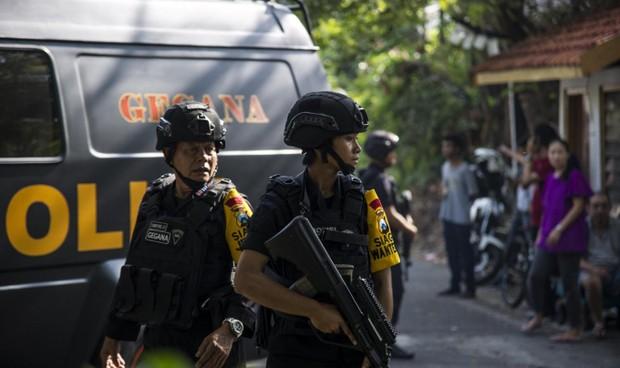 Sáng nay 3 nhà thờ Indonesia bị đánh bom, ít nhất 6 người chết