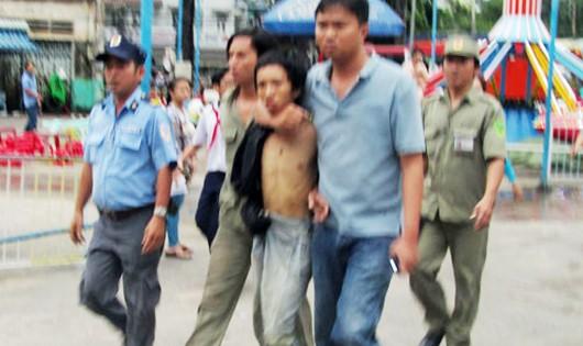 Con nghiện tấn công một phó chủ tịch xã