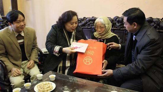 Hà Nội dành 285 tỷ đồng tặng quà Tết