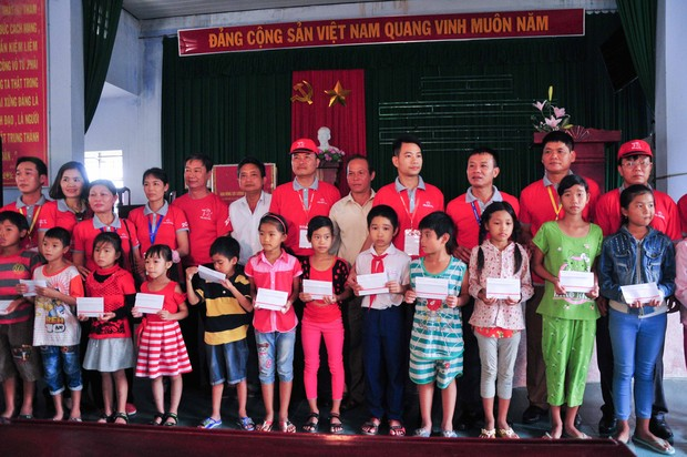 Hơn 2.000 tư vấn viên và nhân viên Prudential tham gia hỗ trợ ứng cứu thiên tai tại Khánh Hoà