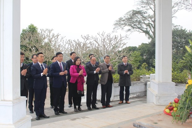 Bộ trưởng Lê Thành Long dâng hương tại khu di tích lịch sử Bộ Tư pháp