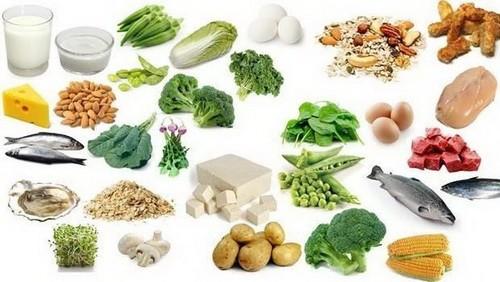 Cần ăn nhiều bữa trong ngày, đa dạng thức ăn như thịt nạc, cá, ngũ cốc nguyên hạt, ăn nhiều trái cây và rau quả.