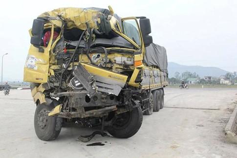 5 ô tô va nhau gây tai nạn liên hoàn trên quốc lộ 1A - ảnh 1
