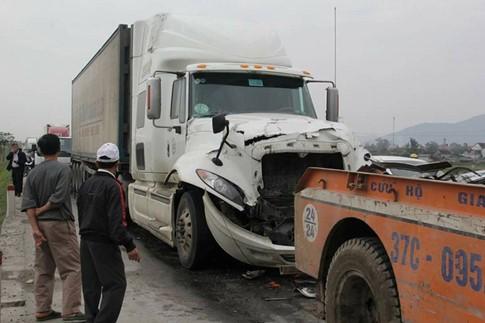 5 ô tô va nhau gây tai nạn liên hoàn trên quốc lộ 1A - ảnh 2