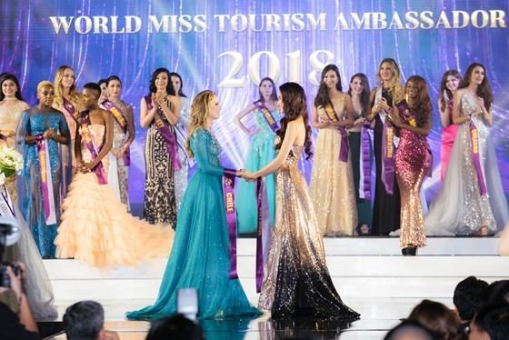 Phan Thị Mơ đăng quang Hoa hậu Đại sứ Du lịch Thế giới 2018 ảnh 1