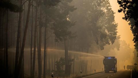 Bom nổ hàng loạt trong đám cháy rừng ở Đức - ảnh 1
