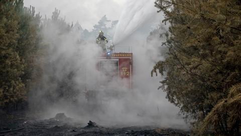 Bom nổ hàng loạt trong đám cháy rừng ở Đức - ảnh 2