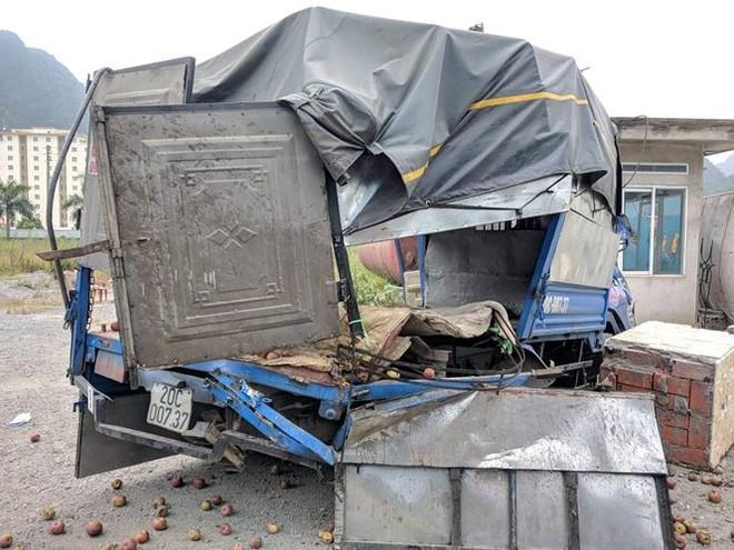 Container mất lái đâm liên hoàn nhiều người thương vong - ảnh 7