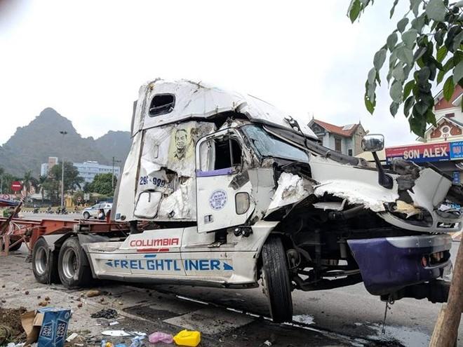 Container mất lái đâm liên hoàn nhiều người thương vong - ảnh 8