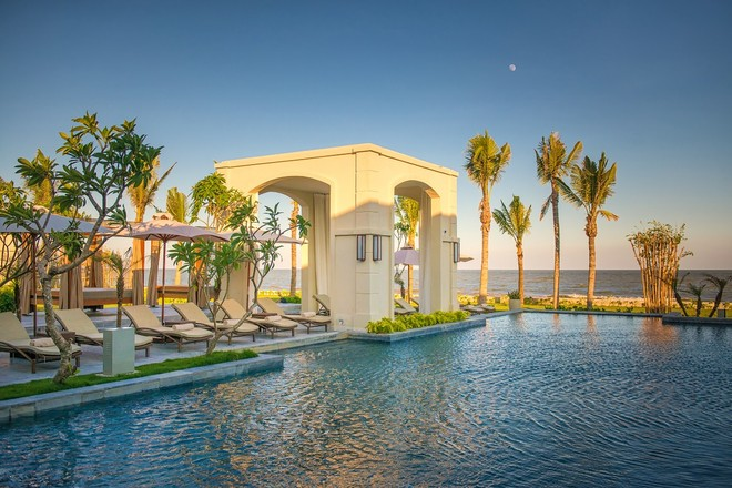 Bể bơi FLC Luxury Hotel Samson