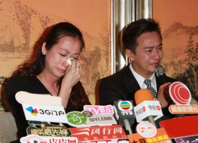 Người mẫu Tưởng Lệ Toa khóc sụt sùi trong khi chồng xin lỗi công chúng,đồng nghiệp.