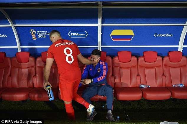Dù được đồng nghiệp Henderson bên phía đội tuyển Anh an ủi...