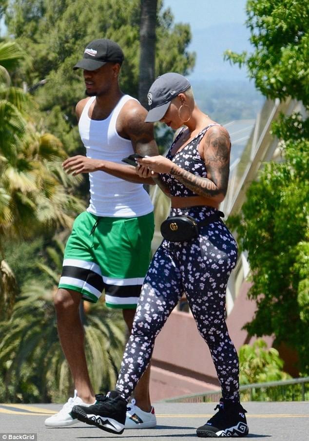 Amber Rose đi chơi công viên cùng bạn trai mới Monte Morris hồi cuối tuần trước