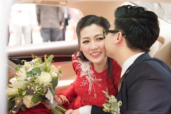 Tối 21/7 diễn ra lễ cưới chính thức của Á hậu Tú Anh và chồng trẻ.