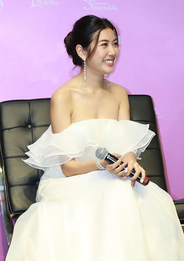 Thúy Vân cho rằng thế giới không chỉ có 1 vài người đàn ông nên cô cũng sẵn sàng chờ đợi tình yêu đích thực của mình xuất hiện.