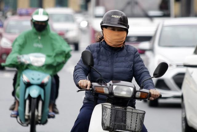 Những chiếc áo ấm mùa đông thực sự đã xuất hiện trên đường phố.