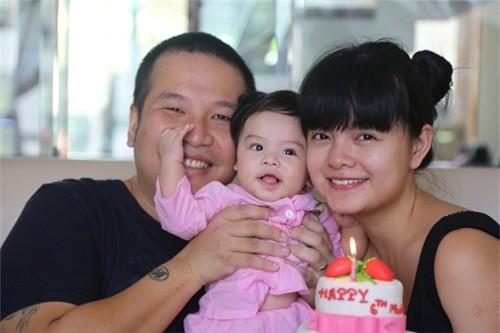 Con gái đầu lòng Tuệ Lâm được sinh ra trong niềm hạnh phúc của hai vợ chồng.