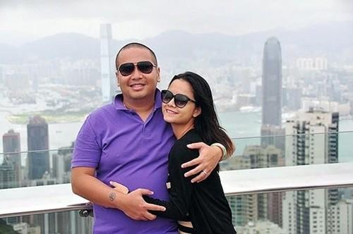 Thỉnh thoảng, cả hai trốn con đi du lịch để hâm nóng tình cảm. Từ khi kết hôn, Phạm Quỳnh Anh gác lại sự nghiệp ca hátđể giúp chồng quản lý công ty. Cô phụ trách phầnquan hệ với các nghệ sĩ vàgiới truyền thông.