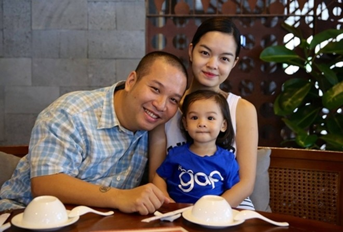 Trên trang cá nhân, Phạm Quỳnh Anh và Quang Huy thường chia sẻ khoảnh khắc, những câu chuyện vui buồnbên con gái.