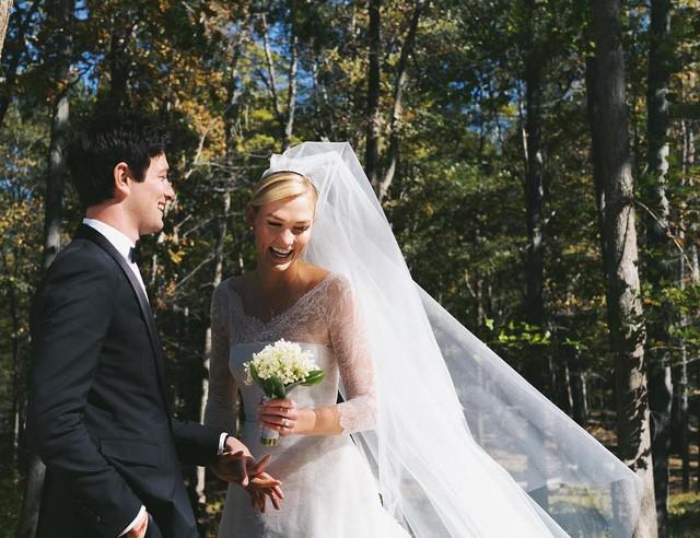 Siêu mẫu 26 tuổi kết hôn với bạn trai Joshua Kushner sau 6 năm hẹn hò