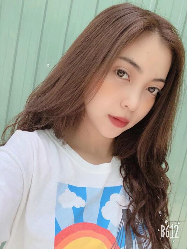 Nhật Lê sinh năm 1999 tại Quảng Nam.
