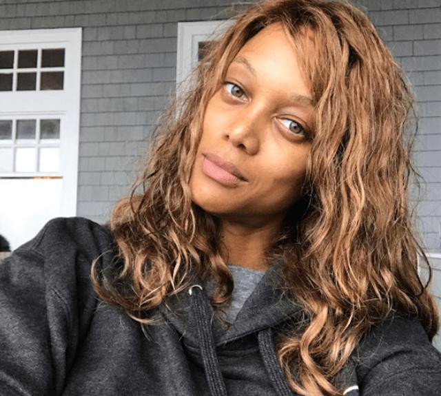 Tyra Banks, 45 tuổi từng nhiều lần tự tin khoe mặt mộc