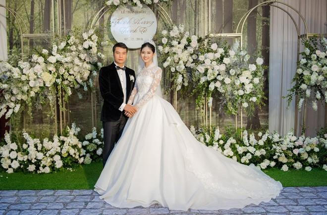 Á hậu Thanh Tú và chồng đại gia liên tục âu yếm trong tiệc cưới - 14