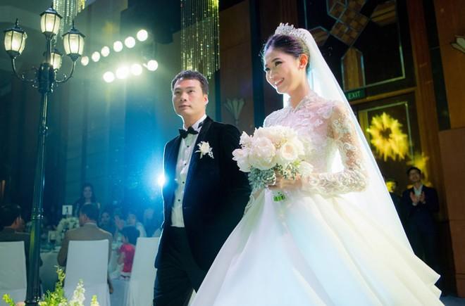Á hậu Thanh Tú và chồng đại gia liên tục âu yếm trong tiệc cưới - 8