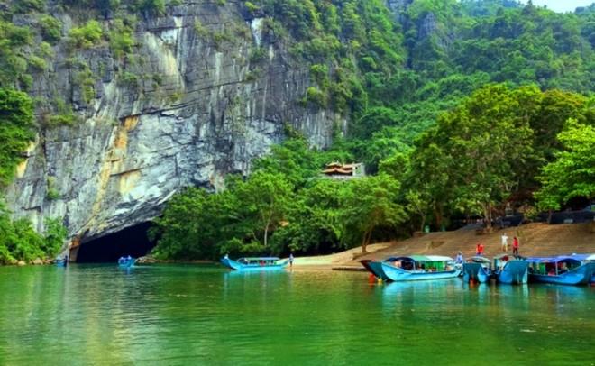 Động Phong Nha - một trong những hang động đẹp ở VQG Phong Nha - Kẻ Bàng