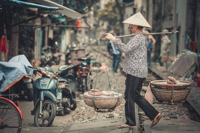 Kết quả hình ảnh cho xóm đường tàu Hương Giang