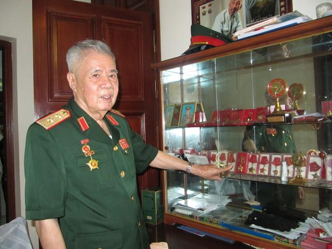 Lão tướng Đặng Kính
