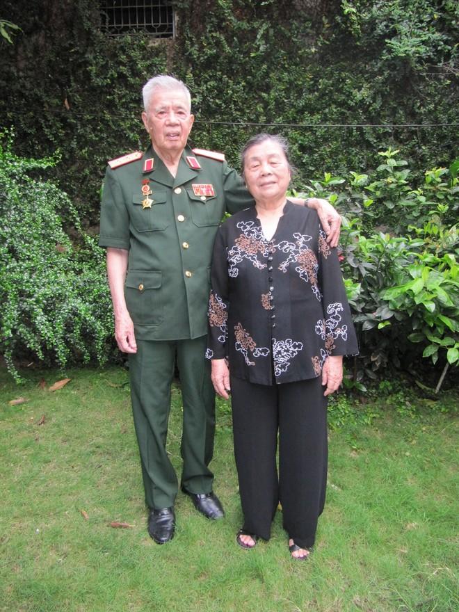 Tướng Kính và vợ