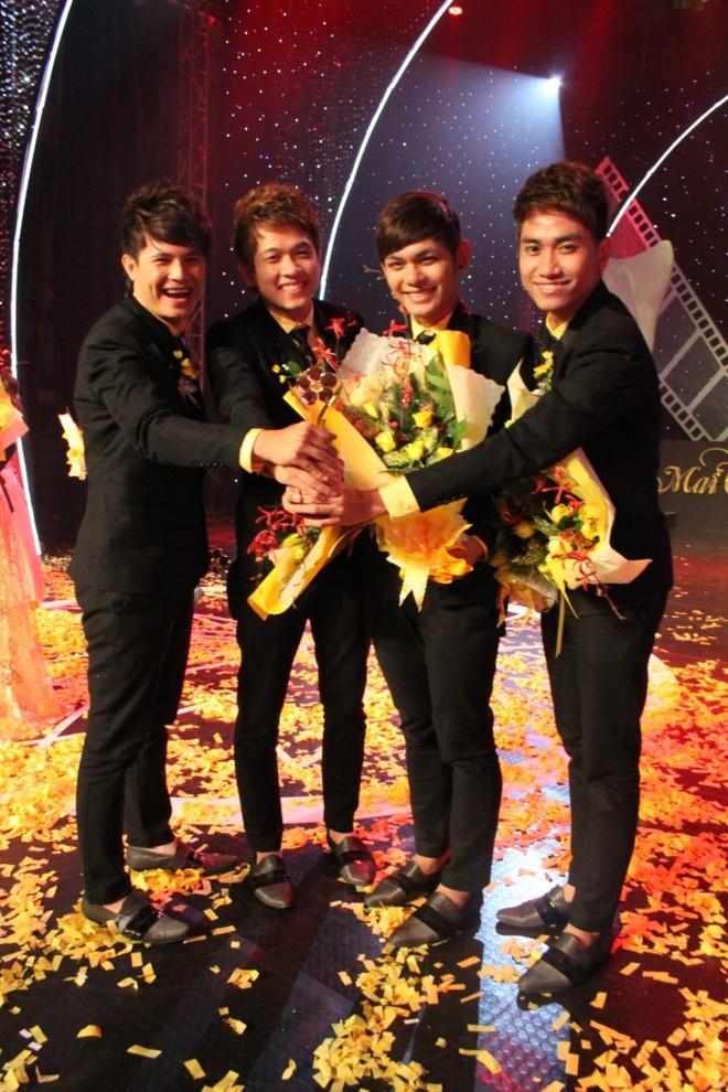 V-Music - Nhóm nhạc được yêu thích nhất (với bài Xinh tươi Việt Nam).