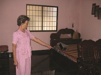 Bà Nguyễn Thị Ngọ bức xúc vì một phần căn nhà 1 trệt 2 lầu, kết cấu xây dựng móng đơn nhưng khôgn được bồi thường đúng thực tế thiệt hại