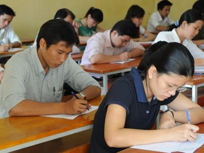 Từ ngày 1/6 tới, người dự tuyển viên chức có thể sẽ được miễn thi ngoại ngữ, tin học. Ảnh: M.H