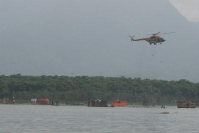 Những người dân cuối cùng được trực thăng cứu vớt kịp thời