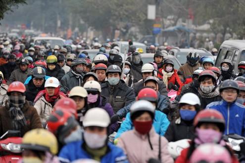 Lượng người dồn về nội đô các thành phố trực thuộc TƯ quá lớn, gây ra nhiều vấn đề  xã hội như thiếu việc làm hay tắc đường, kẹt xe... Ảnh minh họa