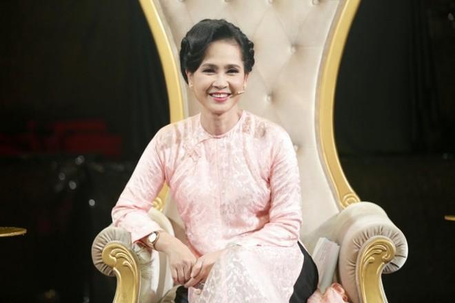 4. Giam khao - NSND Lan Huong (3)