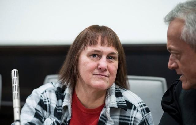 Angelika B cùng với chồng cũ của mình ra ra tay sát hại và hành hạ nhiều phụ nữ.