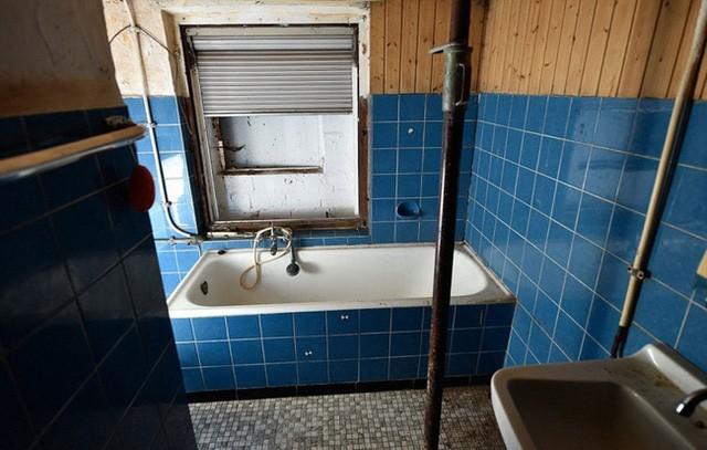 Nhà tắm của ngôi nhà cũng là nơi nạn nhân đầu tiên bị sát hại.